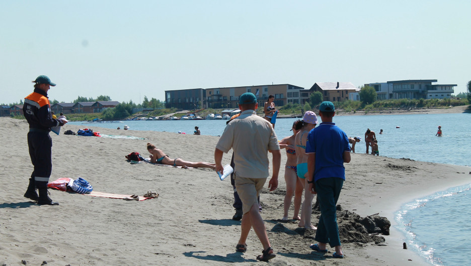 На закрытом барнаульском пляже 3 июля 2020 года.