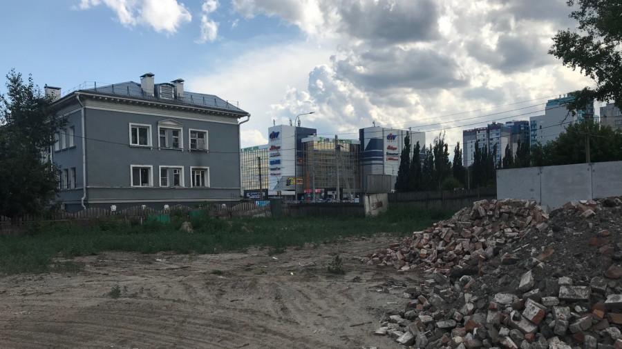 "Участок на пр. Красноармейском (на противоположной стороне от ТЦ ""Гулливер"")."