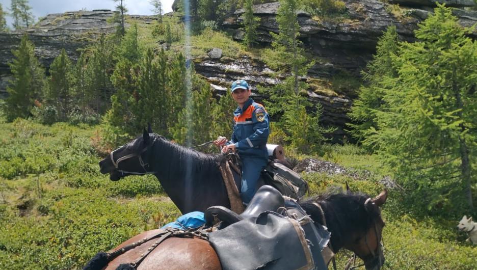 Спасатели МЧС на лошадях.