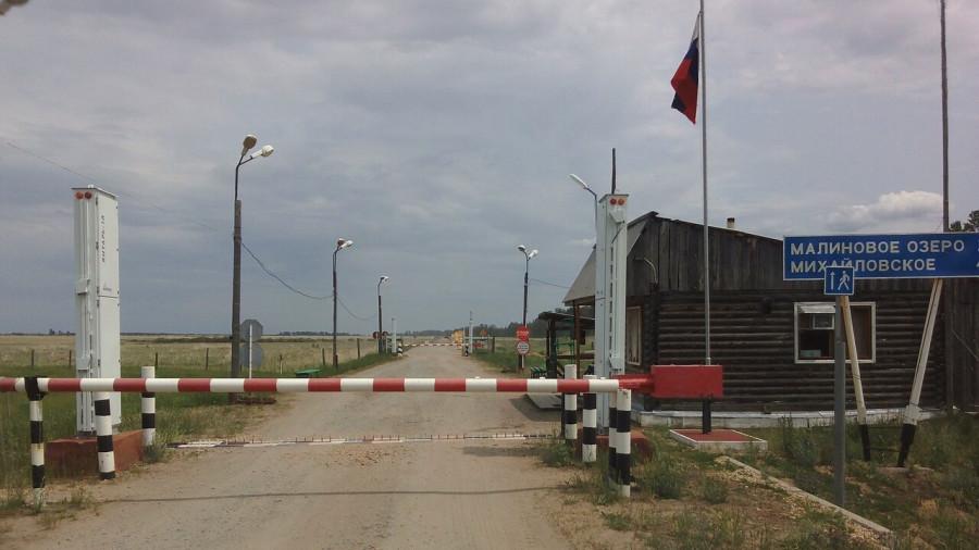 Двусторонний автомобильный пропускной пункт. Граница с Казахстаном.