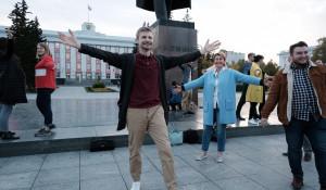 Чтение у памятника Ленина