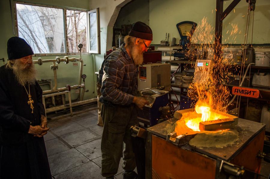 Литейное производство колоколов.