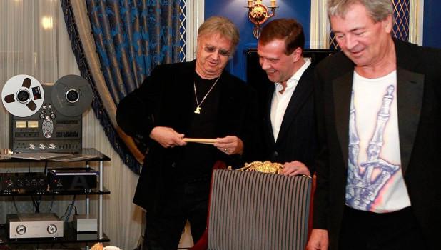 Дмитрий Медведев с музыкантами группы Deep Purple.