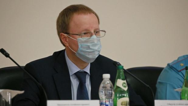 Виктор Томенко в маске.