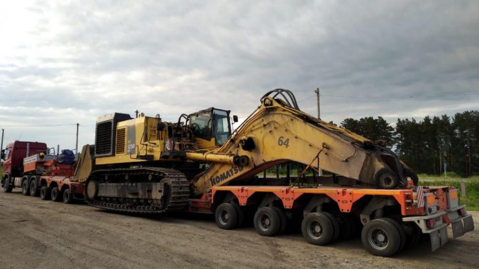 Эта техника общим весом 170 тонн задержана на трассе Алтай-Кузбасс совсем недавно. Министр Дементьев назвал это вопиющим случаем.