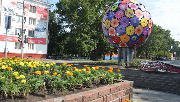 Цветочный шар в Барнауле