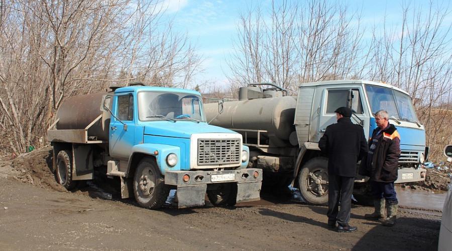 Машины, сливавшие ЖБО в неположенном месте, остановили сотрудники мэрии.