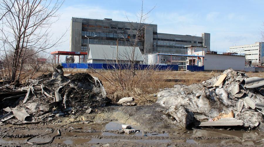 Место несанкционированного слива нечистот в Барнауле.