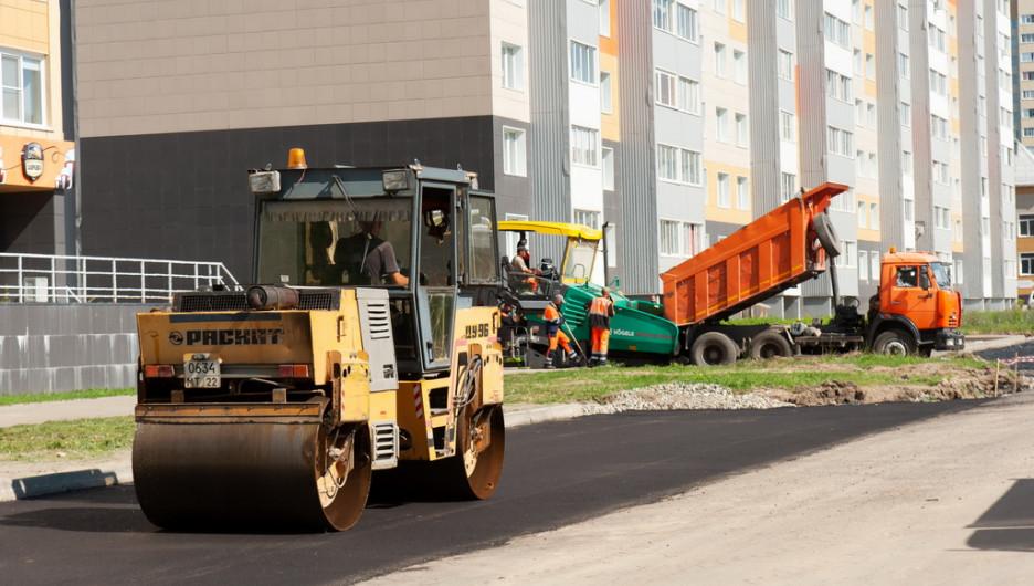 Выездное совещание по вопросу строительства дорог в Барнауле.