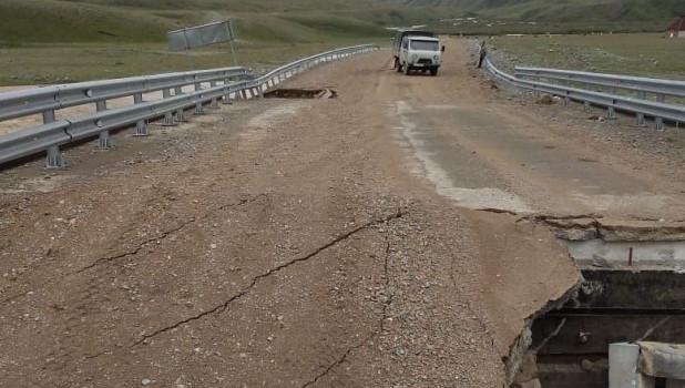 В Горном Алтае чуть не смыло мост.