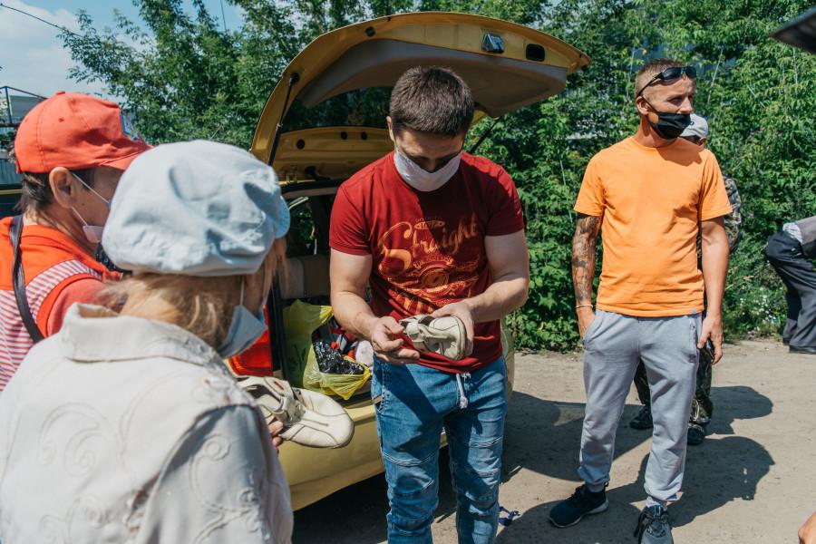 Кормление бездомных в Барнауле
