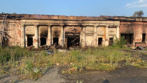 Здание второй плавильной фабрики после пожара.