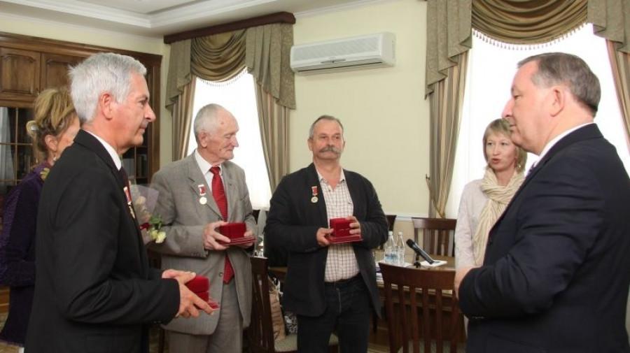 Представители Франш-Конте удостоены юбилейных медалей Алтайского края.