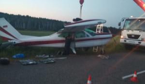 Самолет Cessna совершил аварийную посадку.