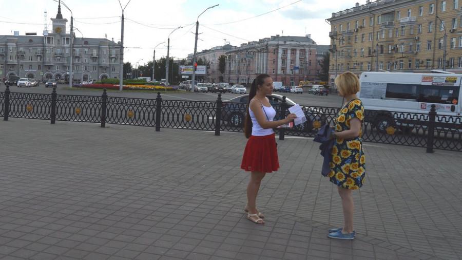 """В Барнауле коммунисты на улицах агитируют за сбор денег на помощь """"раскулаченному"""" Грудинину"""
