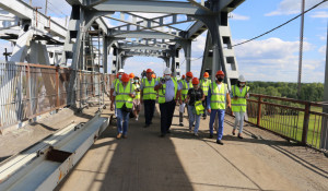 Эксперты на ремонте Старого моста в Барнауле.
