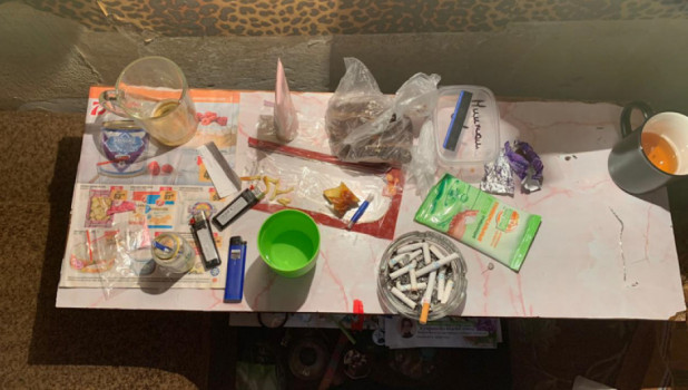 Жителей Барнаула задержали с наркотиками.