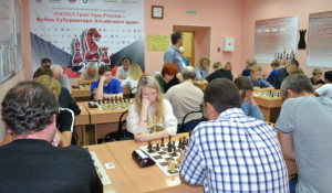 В турнирном зале краевого шахматного клуба