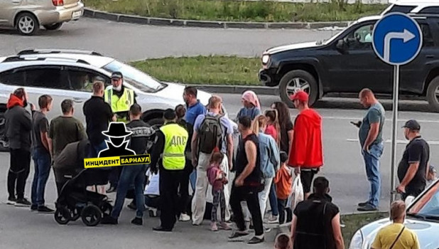 В Барнауле на пешеходном переходе сбили подростка