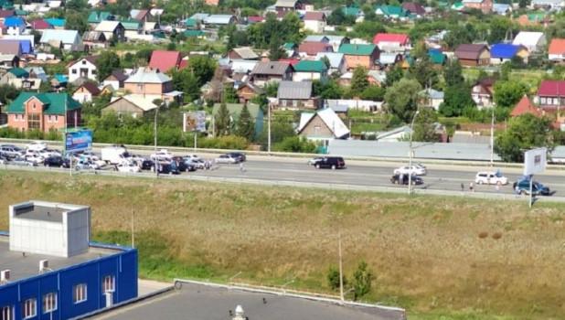 В Новосибирске десантники перекрыли мост.