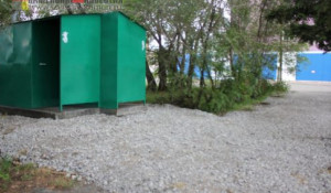 "Туалет ""над головой"" в Камне-на-Оби."