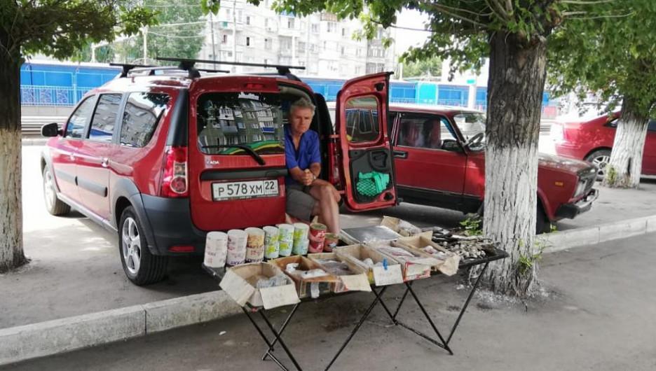 Несанкционированная торговля в Барнауле.