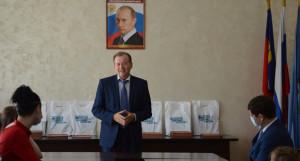 Глава Октябрьского района Вячеслав Новиков.