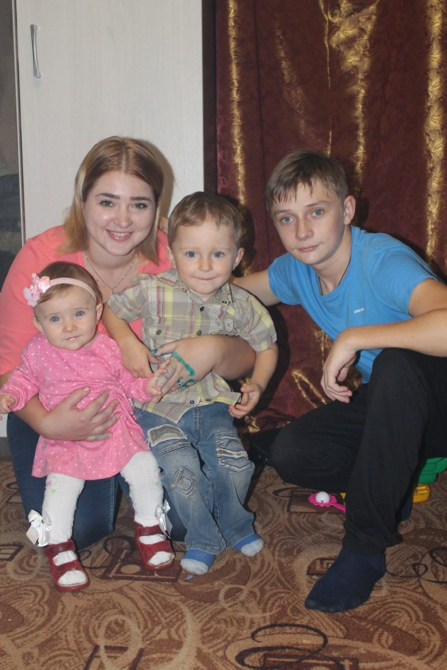 Падчерица и трое детей Павла Дьякова.