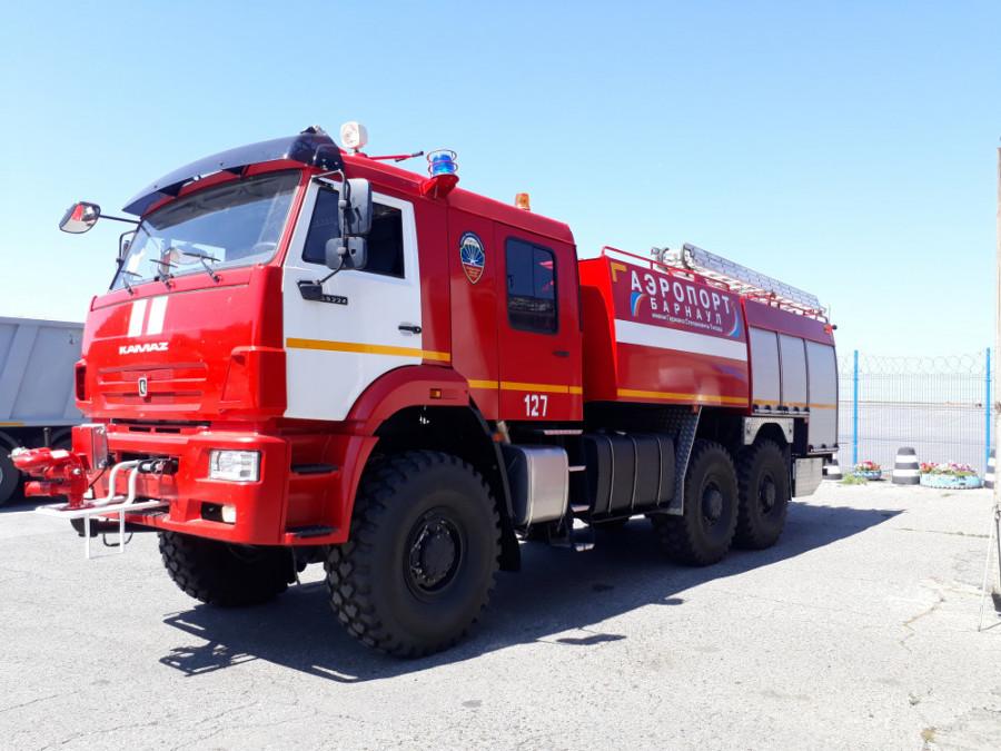 Аэродромный пожарный автомобиль.