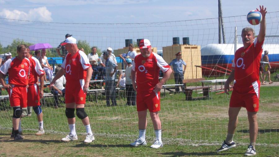 Михаил Евдокимов (второй слева) и Алексей Сарычев (слева).