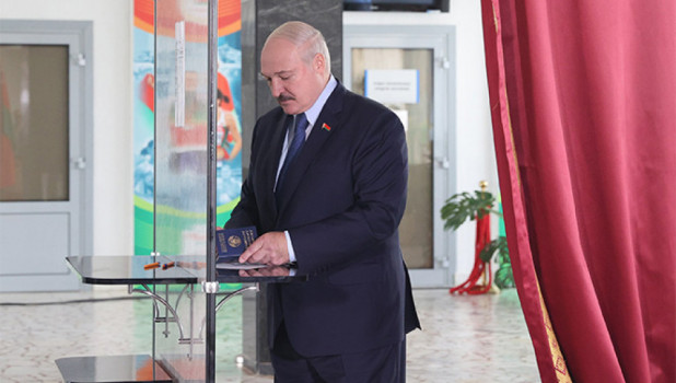 Лукашенко назвал условия для своего ухода из власти