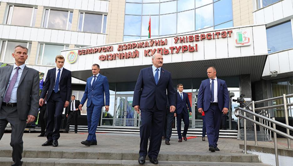 Интернет под заглушками, водометы и ОМОН. Как прошли выборы президента Белоруссии