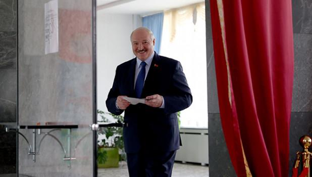 Лукашенко рассказал о просьбе к Путину про «некоторые типы вооружений»
