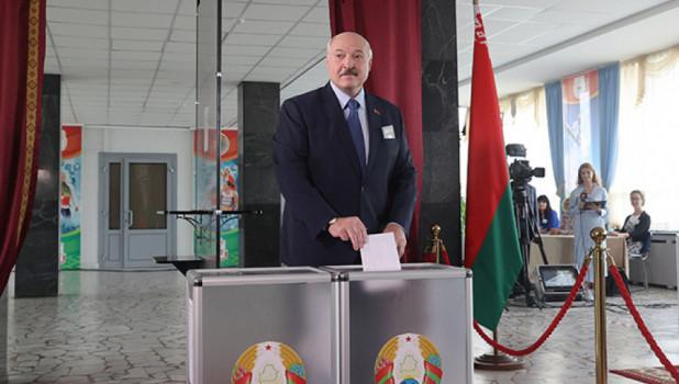 """Лукашенко допустил, что """"немного пересидел"""" в кресле президента. Но уходить не собирается"""