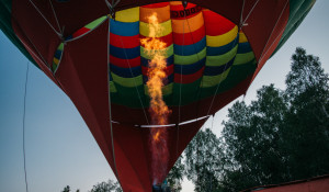 Как воздушный шар готовят к полету.