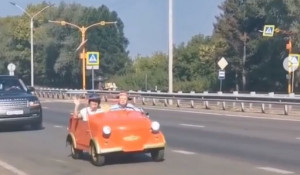 Интересное авто заметили на улицах Барнаула.