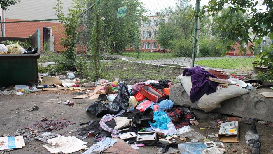 Свалка на пути к школе №55 в Барнауле.