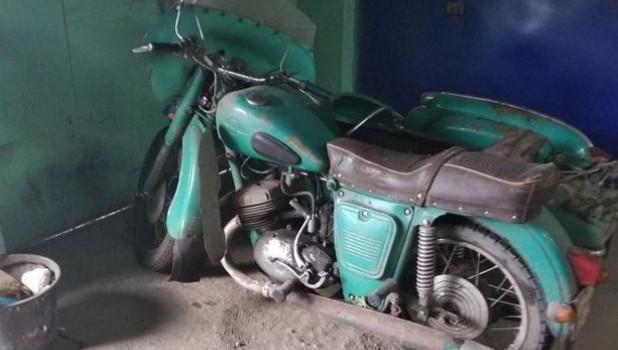 Старый мотоцикл Иж.