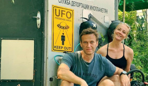 Алексей Навальный с супругой Юлей.