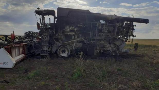 В Алтайском крае подожгли четыре комбайна.