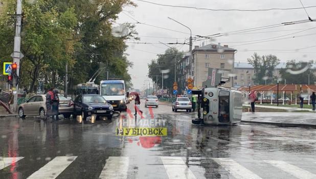 """ДТП со """"скорой"""" в Рубцовске."""