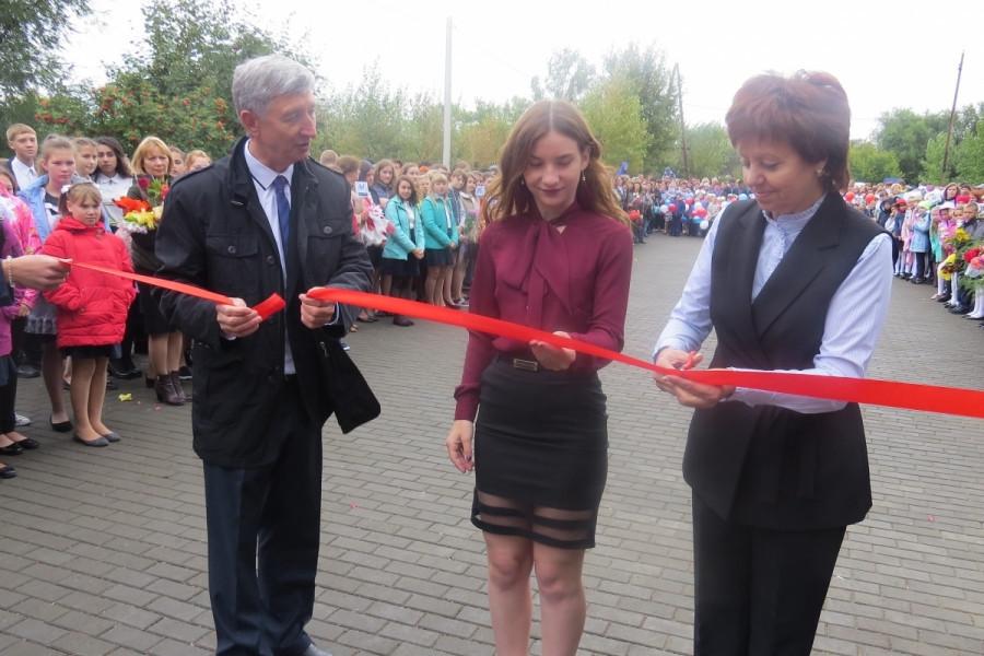 Сергей Балухин и Ольга Могельницкая открывают школу №5 после ремонта. Сентябрь 2018 года.