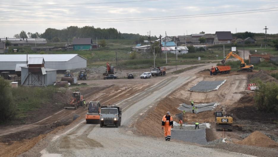 Строительство подъезда к КФХ в Калманском районе.