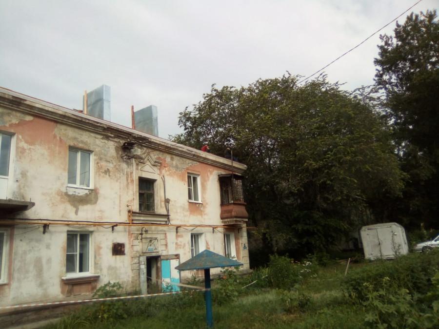 """Гнилой"" дом на ул. 1-я Западная, 47-а."