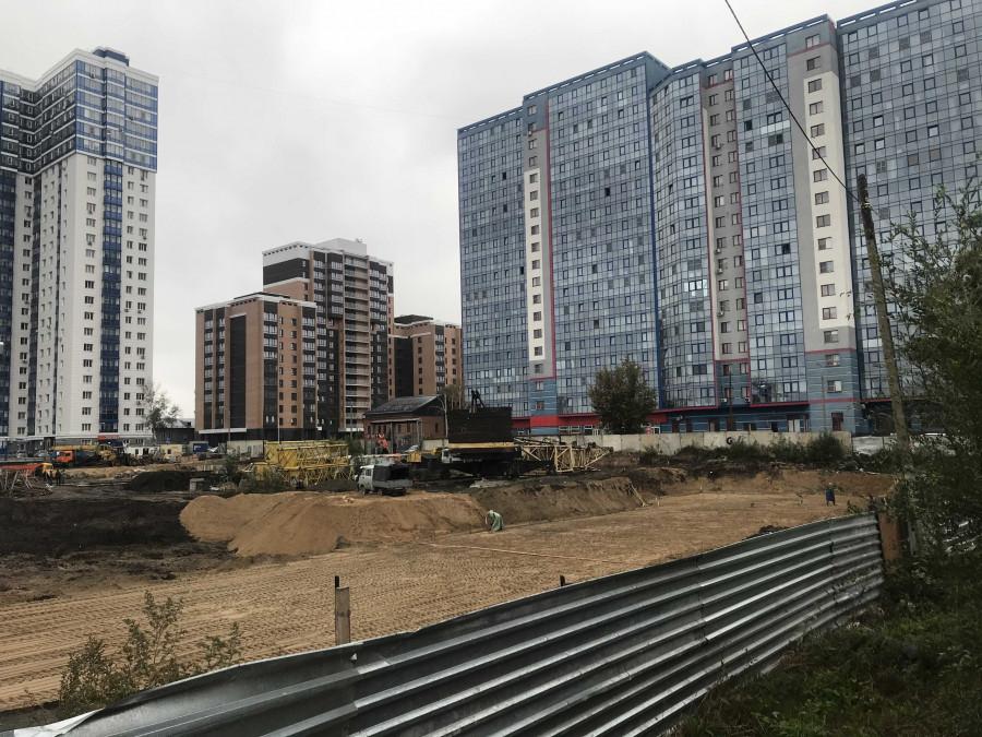 Работы на строительной площадке на Пролетарской, 159 а идут полным ходом.