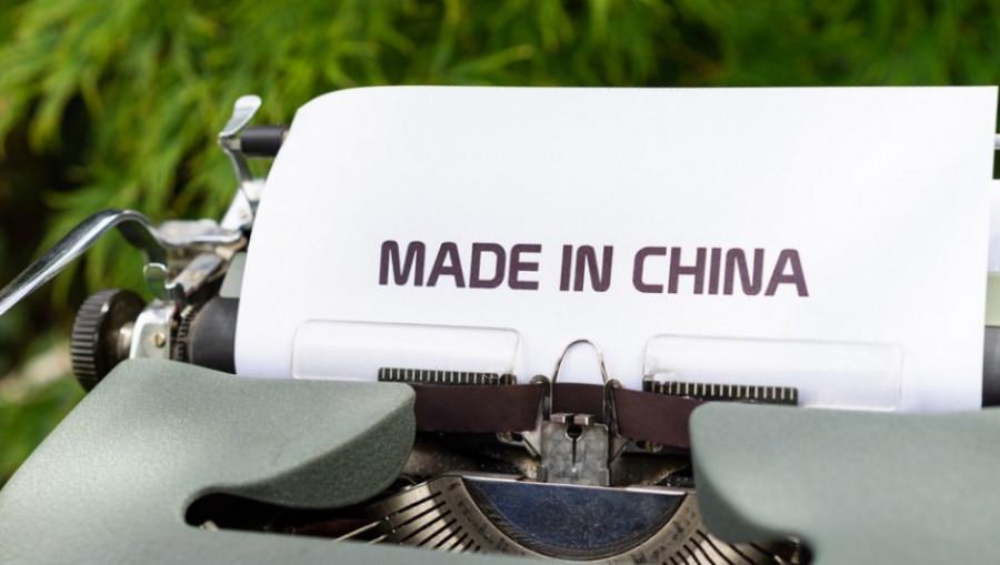 Контрафакт в Россию часто проникает из Китая.