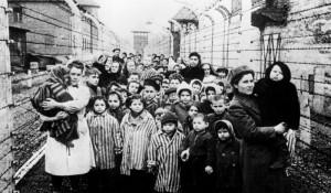 Освобожденные дети Освенцима.