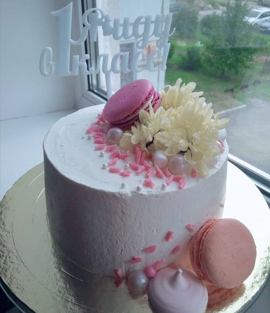 Блондинка из Красноярска не только водит грузовик, но и печет красивые торты.
