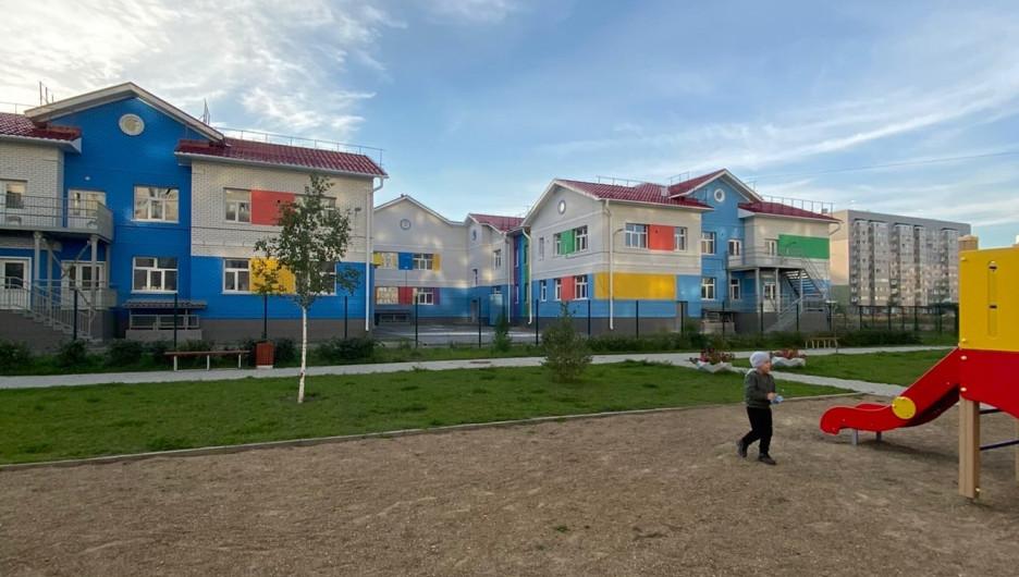 Детский сад № 274 расположен во дворе новостроек.
