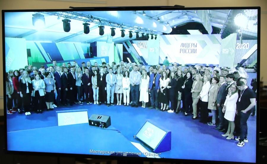 Владимир Путин поздравляет лидеров России.